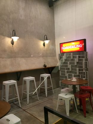Foto 11 - Interior(Smoking Area) di De Mandailing Cafe N Eatery oleh Rinarinatok