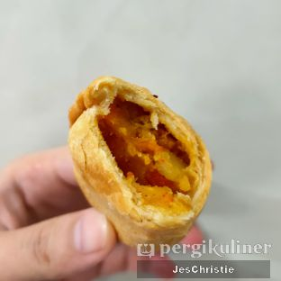 Foto 4 - Makanan(Curry Puff) di Vegetarian Bakmie Garing H-P (Hot Pedas) oleh JC Wen