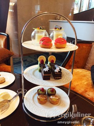 Foto 1 - Makanan di The Writers Bar - Raffles Jakarta Hotel oleh Hungry Mommy