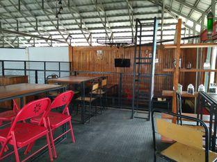 Foto 7 - Interior di BLW Cafe oleh Makan Meow