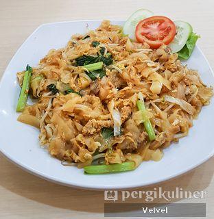 Foto 1 - Makanan(Kwetiaw Goreng Babat) di Bakmi Gocit oleh Velvel