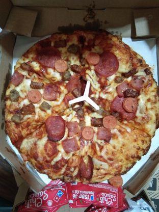 Foto 1 - Makanan di Domino's Pizza oleh feragun