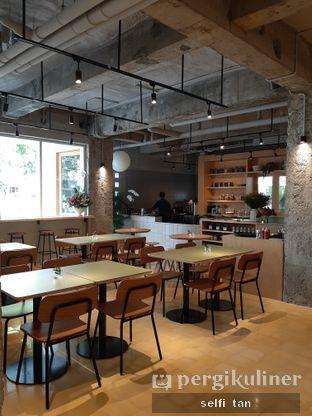 Foto 6 - Interior di Hunter and Grower oleh Selfi Tan