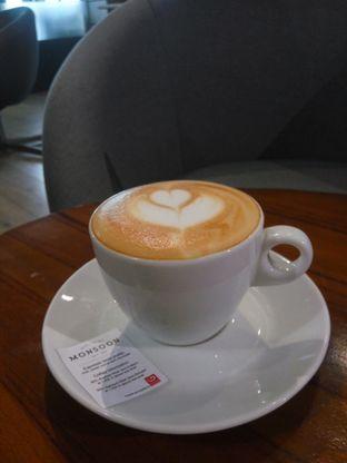 Foto 2 - Makanan(Cappucino) di Monsoon Cafe oleh Fadhlur Rohman