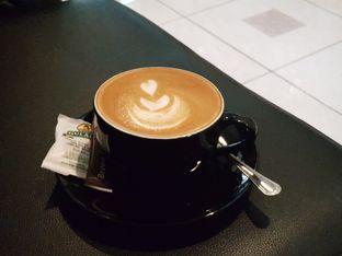 Foto 1 - Makanan(Cafe Latte) di Thamir Coffee oleh D L