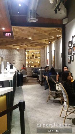 Foto 2 - Interior di KOI Cafe oleh Selfi Tan