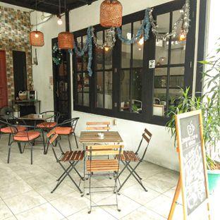 Foto 20 - Eksterior di Jonbon's Coffee & Eatery oleh duocicip