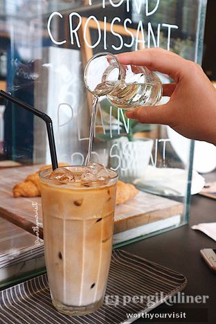 Foto 1 - Makanan(Latte) di Woodpecker Coffee oleh Kintan & Revy @worthyourvisit