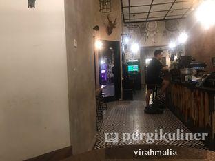 Foto 4 - Interior di BlackBarn Coffee oleh Delavira
