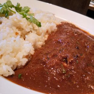 Foto 2 - Makanan(Garlic rogan josh medium curry with zetsy) di Go! Curry oleh Komentator Isenk