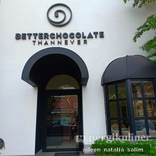 Foto 8 - Interior di Better Chocolate Than Never oleh @NonikJajan