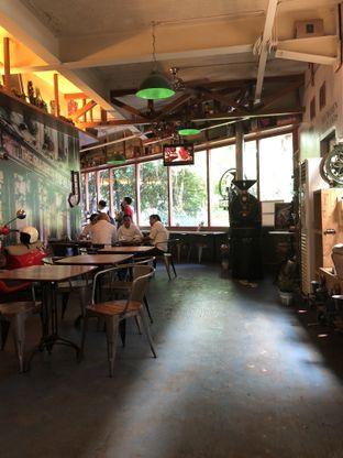 Foto 7 - Interior di Blumchen Coffee oleh Nanakoot