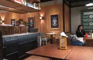 Foto 4 - Interior di The People's Cafe oleh Renodaneswara @caesarinodswr