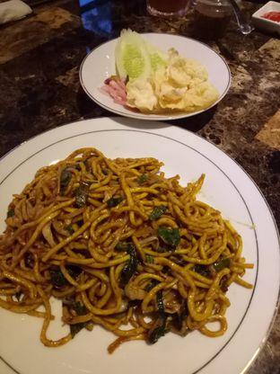 Foto 5 - Makanan(Mie Aceh) di KRAH Coffee & Cuisine oleh Kuli Jajan