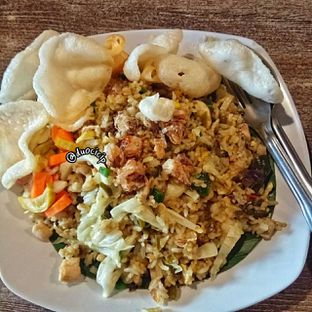 Foto 2 - Makanan(Nasi goreng cabe ijo) di Saoenk Kito oleh felita [@duocicip]