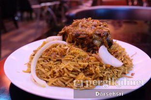 Foto 1 - Makanan(Nasi Kebuli Kambing) di Shan'a Arabian Resto oleh Darsehsri Handayani