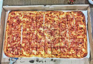 Foto - Makanan di Henk's Pizza oleh Astrid Huang | @biteandbrew