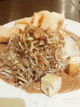 Foto 4 - Makanan(Ketoprak) di Kafe Betawi oleh Juliana Kyoo