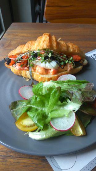 Foto 2 - Makanan(Prawn Sanger (IDR 100k) ) di Burns Cafe oleh Renodaneswara @caesarinodswr