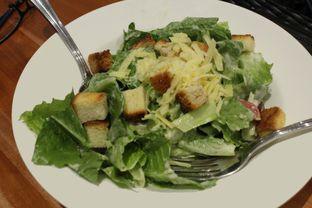 Foto 1 - Makanan(Caesar Salad) di Foodmart Primo oleh YSfoodspottings