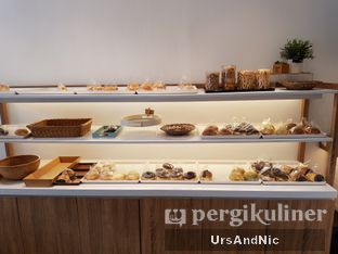 Foto 4 - Interior di Rokue Snack oleh UrsAndNic