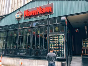 Foto 4 - Eksterior di NamNam Noodle Bar oleh Astrid Huang | @biteandbrew