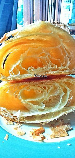 Foto 23 - Makanan(Croissant ) di Convivium oleh duocicip