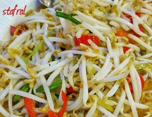 Foto 2 - Makanan(Tumis Toge) di Mandala Restaurant oleh Stanzazone