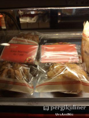 Foto 7 - Makanan di Holland Bakery oleh UrsAndNic