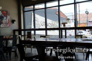 Foto 9 - Interior di Warunk UpNormal oleh Darsehsri Handayani