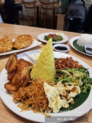 Foto 1 - Makanan di Bale Lombok oleh UrsAndNic