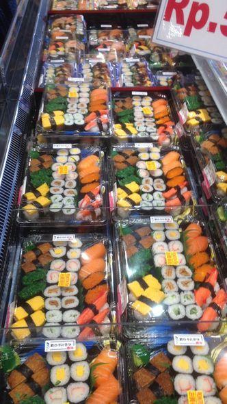 Foto Makanan di Sushi & Sashimi