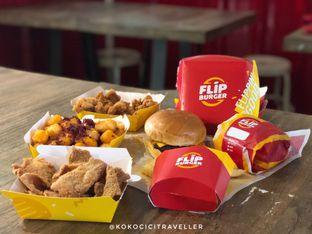 Foto 1 - Makanan di Flip Burger oleh kokocici traveller