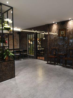 Foto 4 - Interior di Amertha Warung Coffee oleh om doyanjajan