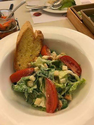 Foto 2 - Makanan(Caesar salad) di Chatter Box oleh Jocelin Muliawan