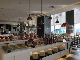 Foto 1 - Interior di Voyage Restaurant - Harris Vertu Hotel oleh Ken @bigtummy_culinary