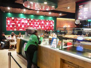 Foto 4 - Interior di Krispy Kreme Cafe oleh Prido ZH