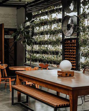 Foto 2 - Interior di Popolo Coffee oleh deasy foodie