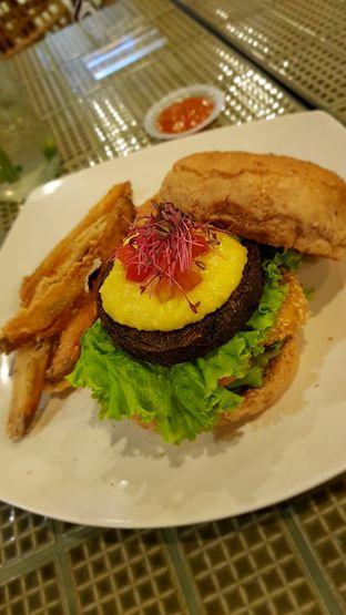 Foto 2 - Makanan di Burgreens Express oleh Hafizah Murdhatilla
