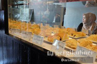 Foto 9 - Interior di Young & Rise Coffee oleh Darsehsri Handayani