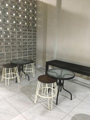 Foto 6 - Interior di Meneed Coffee Cuts oleh Prido ZH