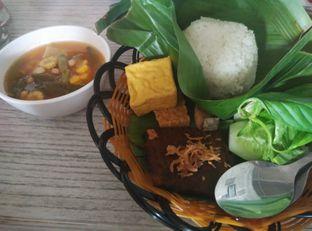 Foto 2 - Makanan(Nasi Timbel Komplit Gepuk) di Orofi Cafe oleh Rachmat Kartono