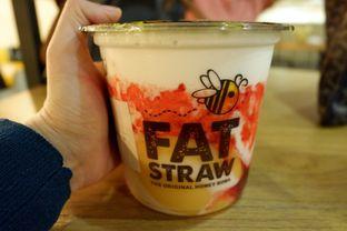 Foto 10 - Makanan(With Strawberry, Pudding, Honey Boba) di Fat Straw oleh Chrisilya Thoeng