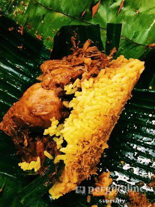 Foto 1 - Makanan(Naskun ayam) di Nasi Kuning Khas Banjar oleh @supeririy