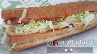 Foto 2 - Makanan(the traditional 9inch) di Quiznos oleh Audry Arifin @thehungrydentist
