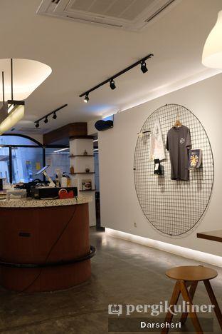 Foto 2 - Interior di Routine Coffee & Eatery oleh Darsehsri Handayani