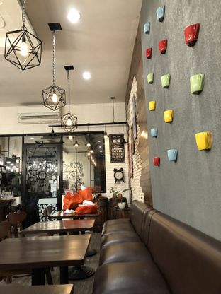 Foto 2 - Interior di Northsider Coffee Roaster oleh Mitha Komala