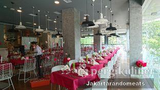 Foto 12 - Interior di sTREATs Restaurant - Ibis Styles Sunter oleh Jakartarandomeats