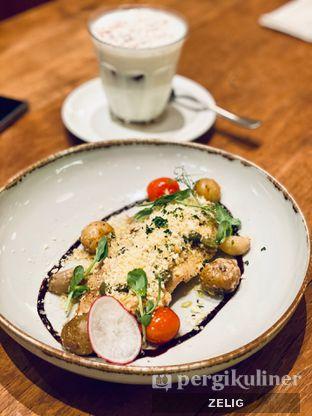 Foto 5 - Makanan(Pan Seared Dory) di Benedict oleh @teddyzelig