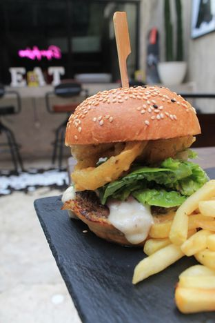 Foto review Dope Burger & Co. oleh Prido ZH 34